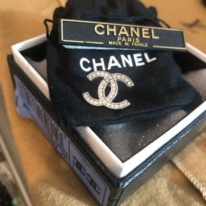 👑 ONE Chanel earring CC